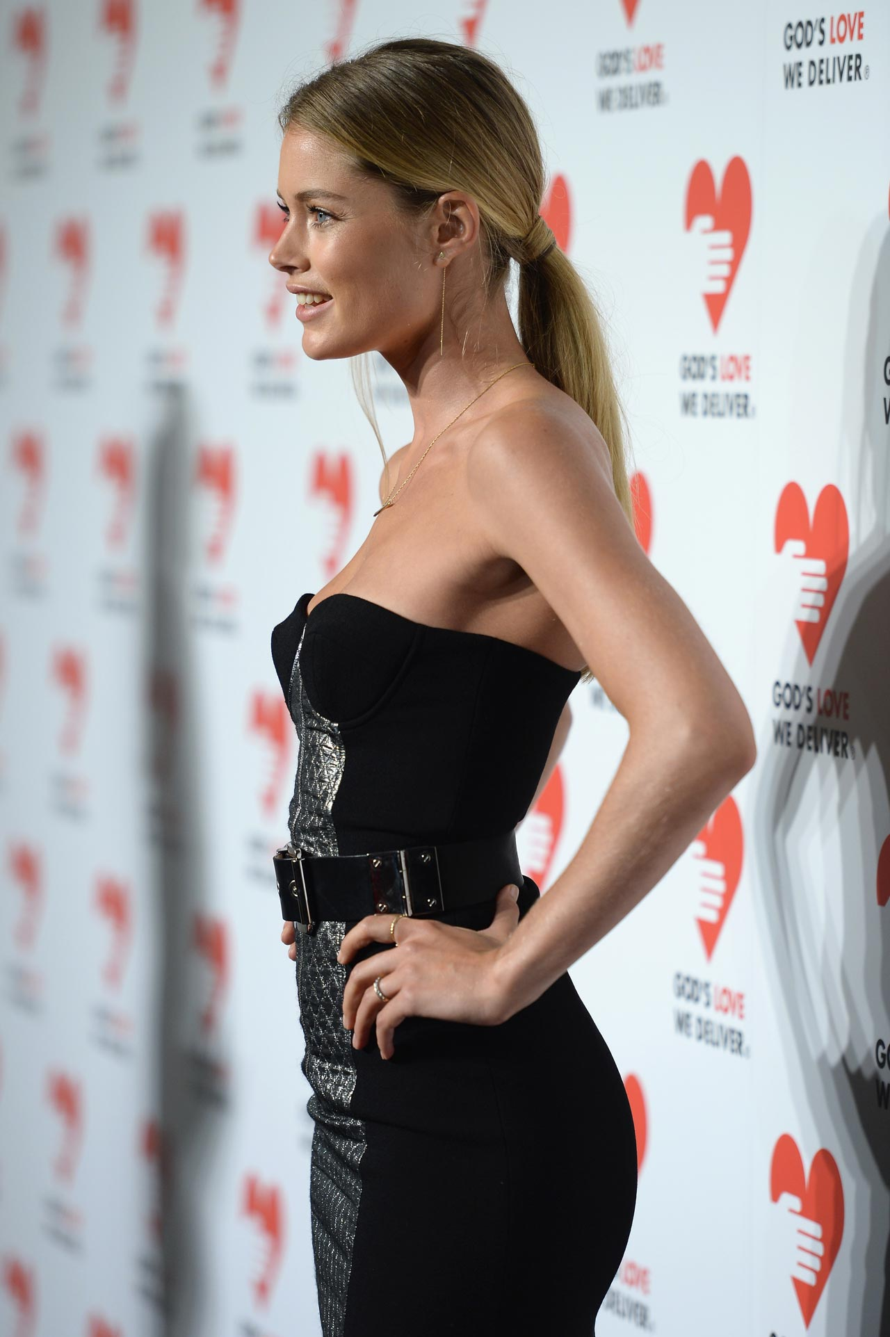 Doutzen Kroes On Red Carpet 2013 Golden Heart Awards