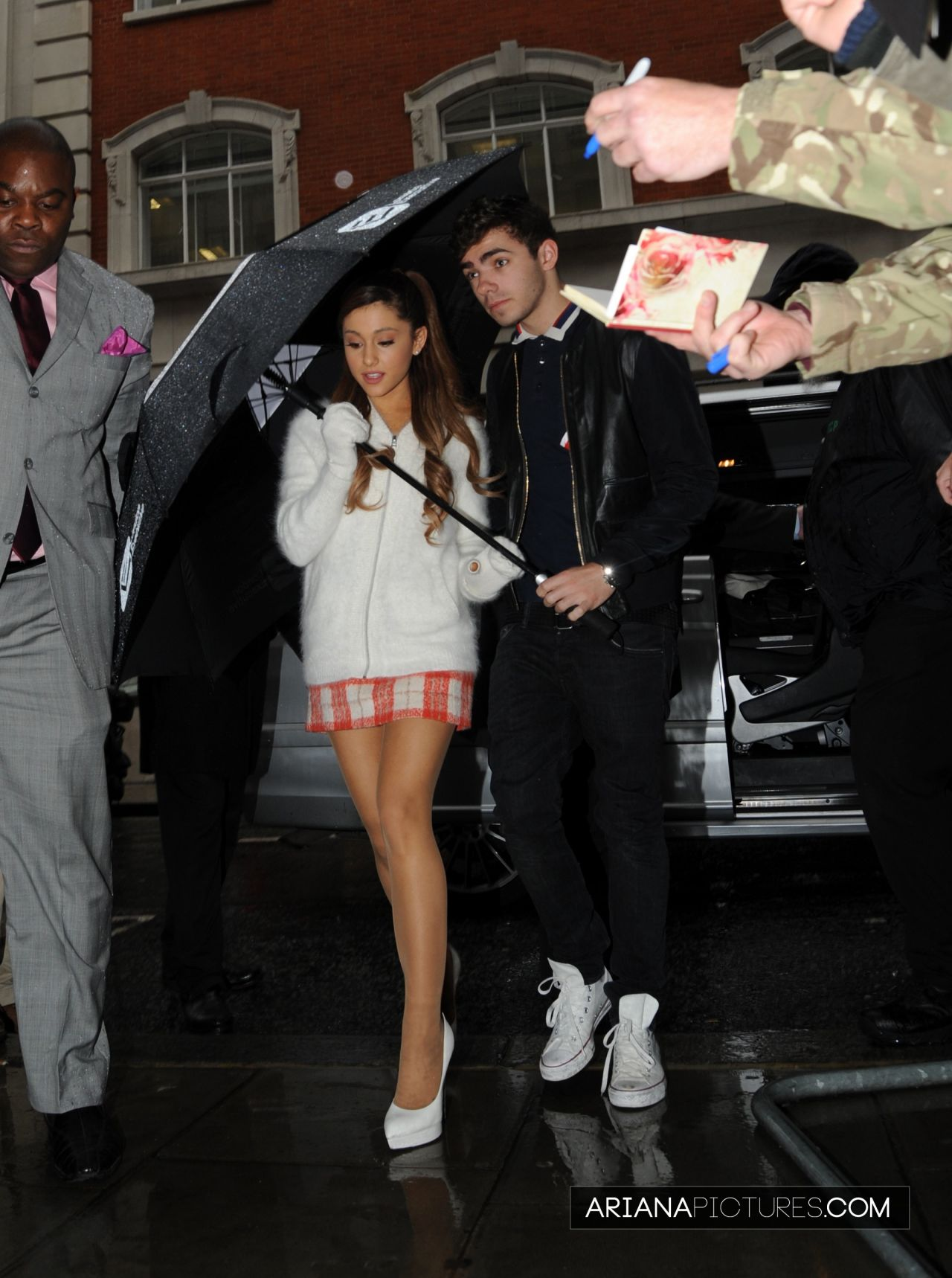 Ariana Grande – Leggy, Arriving at BBC Radio in London