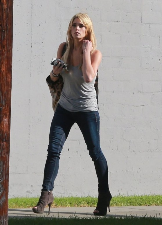 ashley-greene-in-jeans-o-a-in-los-angeles_5