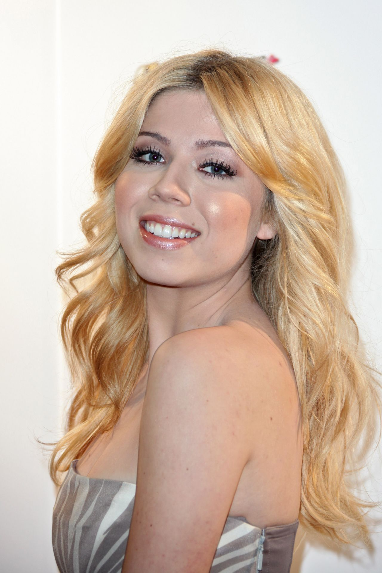 Jennette Mccurdy Sam Amp Cat Premiere In London