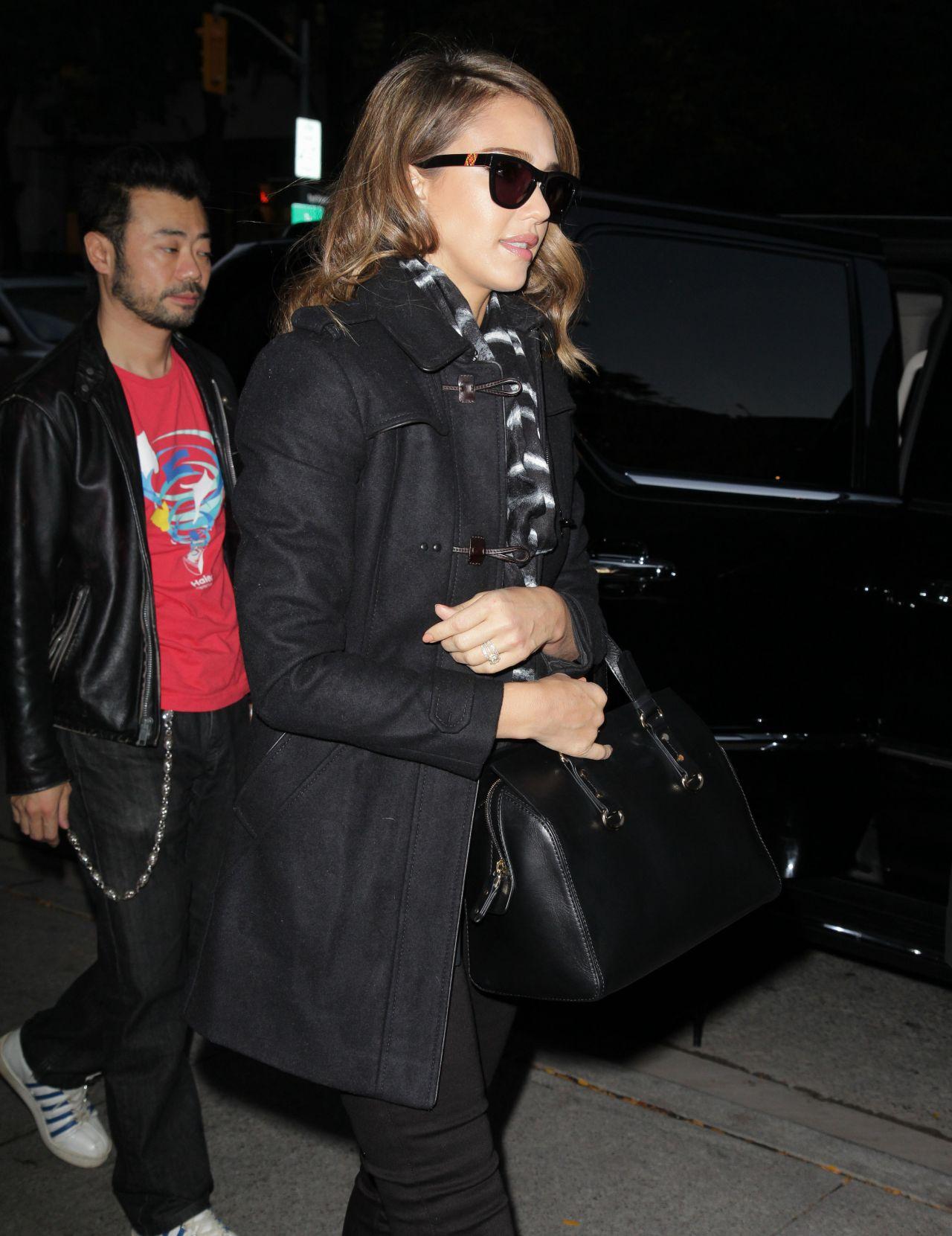 Jessica Alba Arriving at Kiss 92.5 Radio Station in Toronto