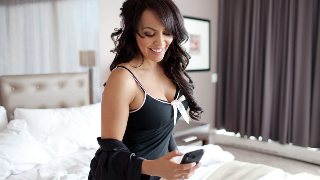 [IMG]http://celebmafia.com/wp-content/uploads/2013/10/layla-el-diva-day-off-lounging-with-layla-photoshoot_19.jpg[/IMG]