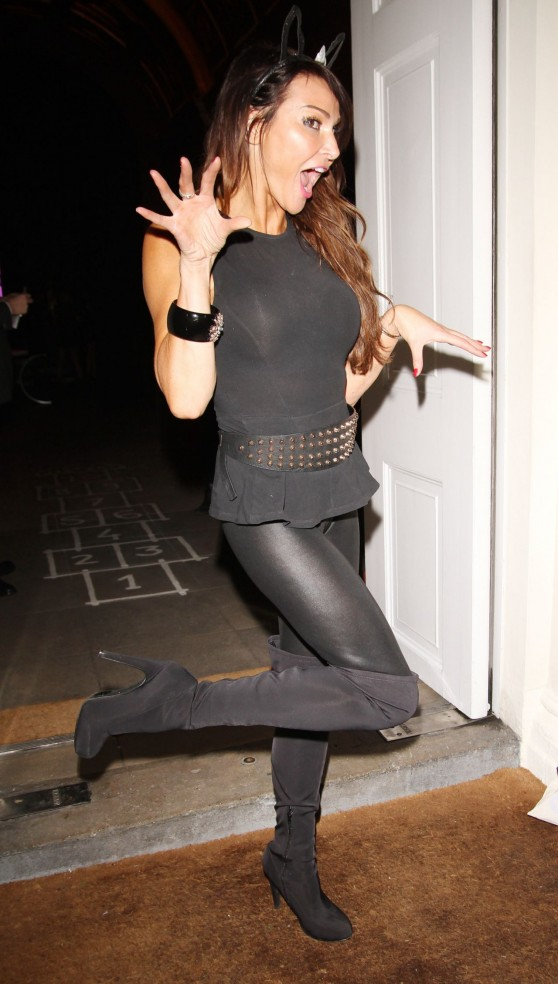 lizzie-cundy-in-tight-spandex-sketch-halloween-party-london_13