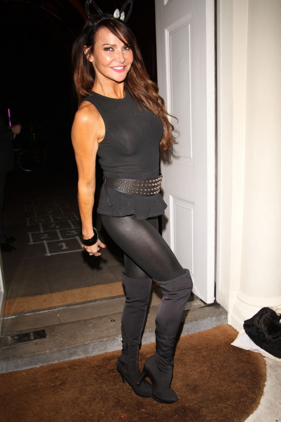 lizzie-cundy-in-tight-spandex-sketch-halloween-party-london_14