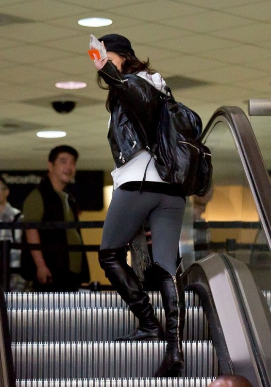 michelle-rodriguez-street-style-departing-on-a-flight-at-lax-_5
