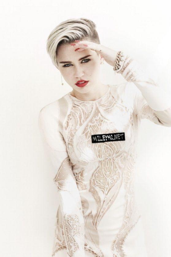 miley cyrus in fashion magazine november 2013 issue