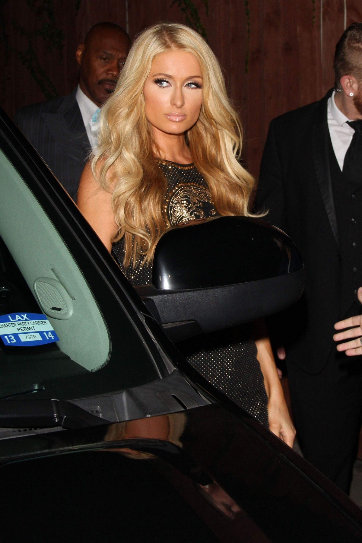 hiltons singles Everyone knows who paris hilton is and what she does, but few people know what car she drives the beautiful hilton princess drives a pink $220,000 bentley continental gt which catches.