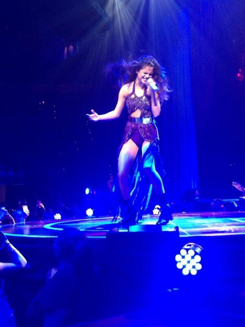 Selena Gomez Performing-