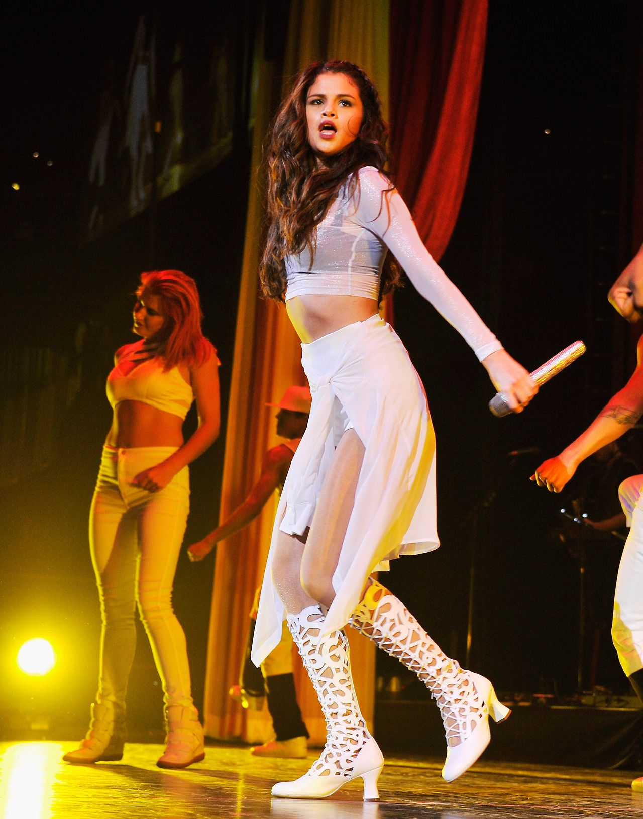 Sexy selena gomez dancing and shake her perfect ass 8