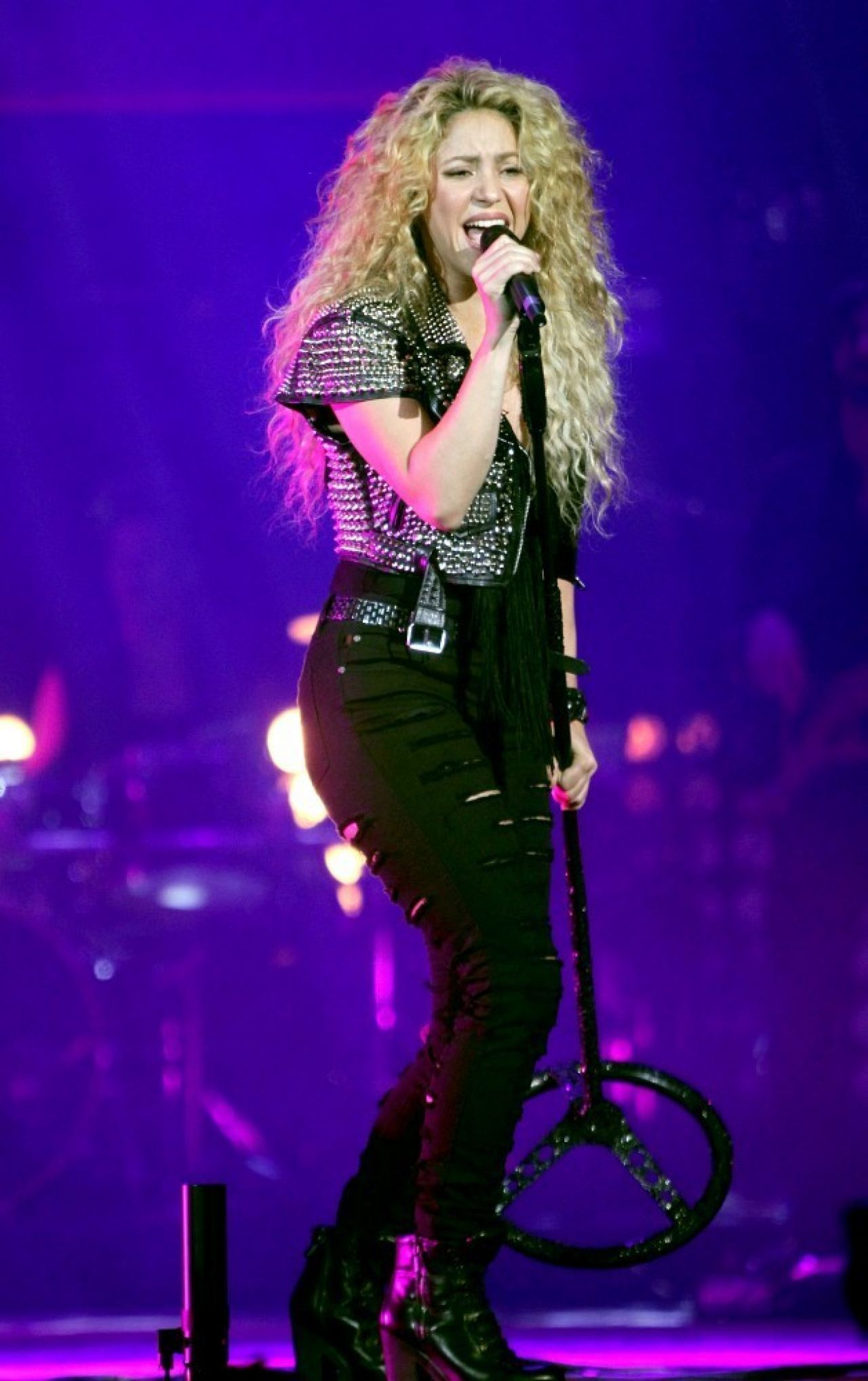 Shakira At The T Mobil Public Promo Concert In Bryant Park