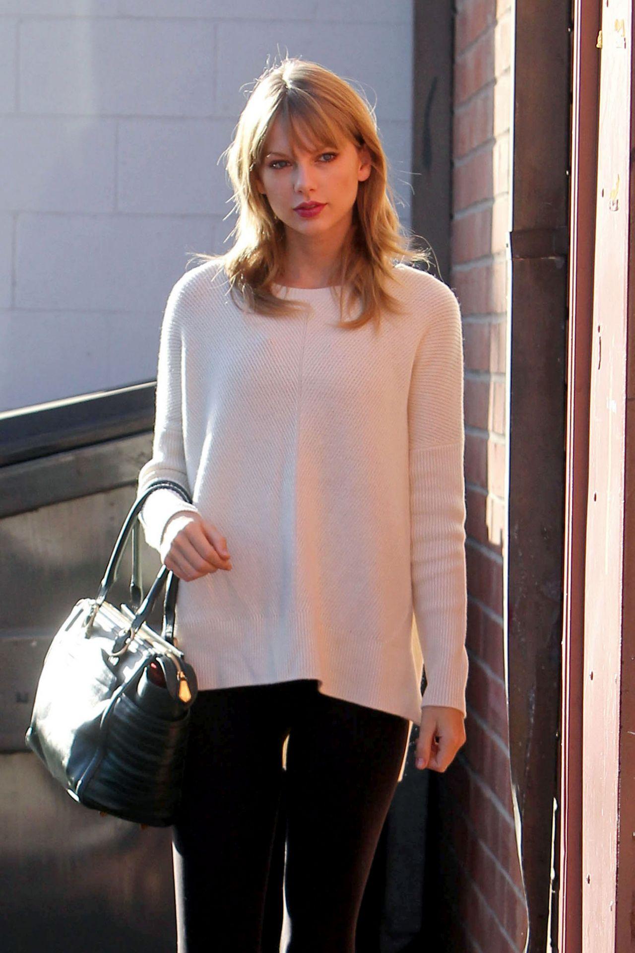 Taylor Swift Street Style - Arriving to a Dance Studio in LA