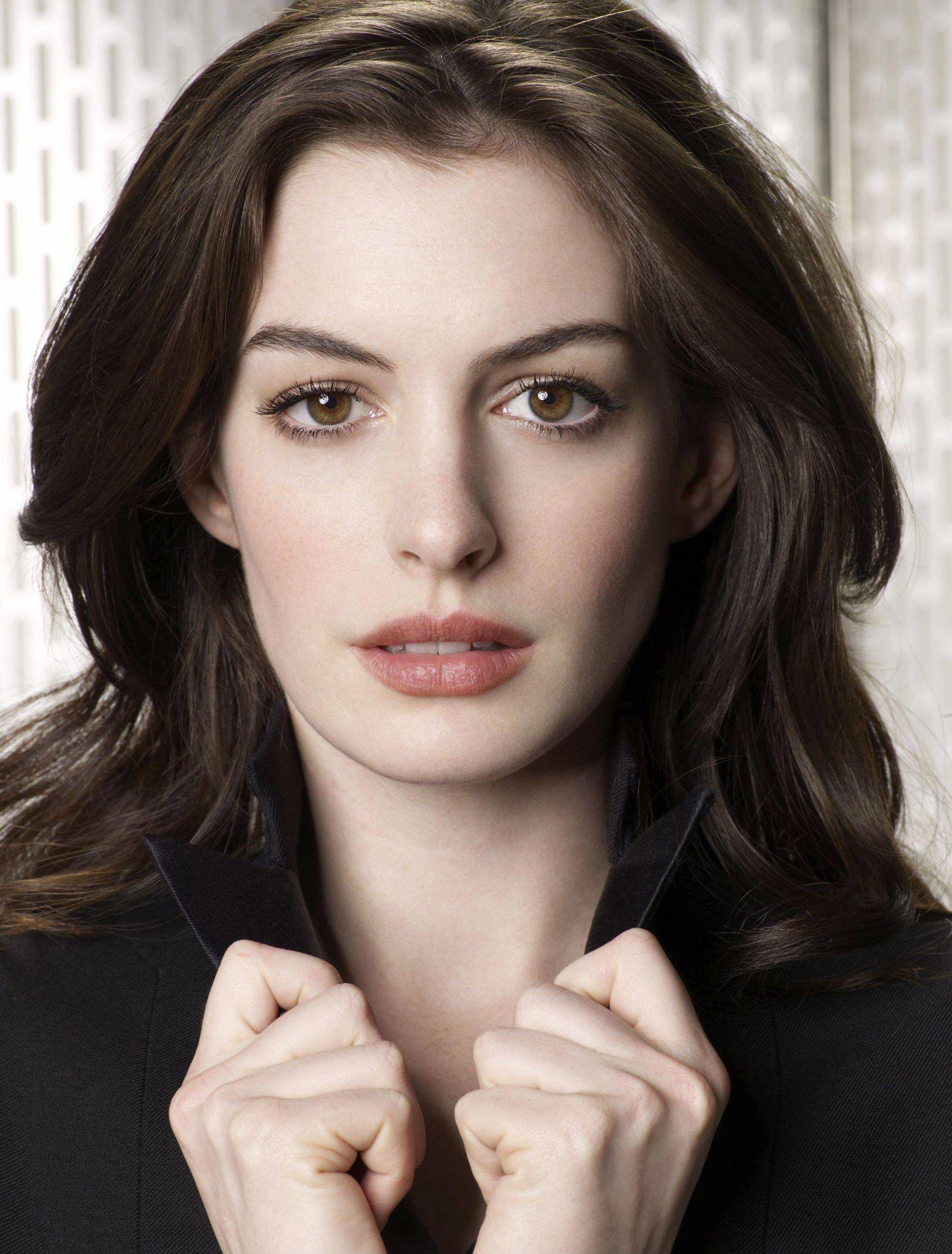 Anne Hathaway Leggy In High Heels - Get Smart Photoshoot-6585