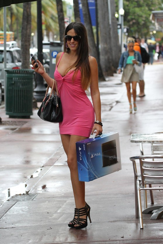 Claudia Romani Street Style - Shopping in Miami - November 2013