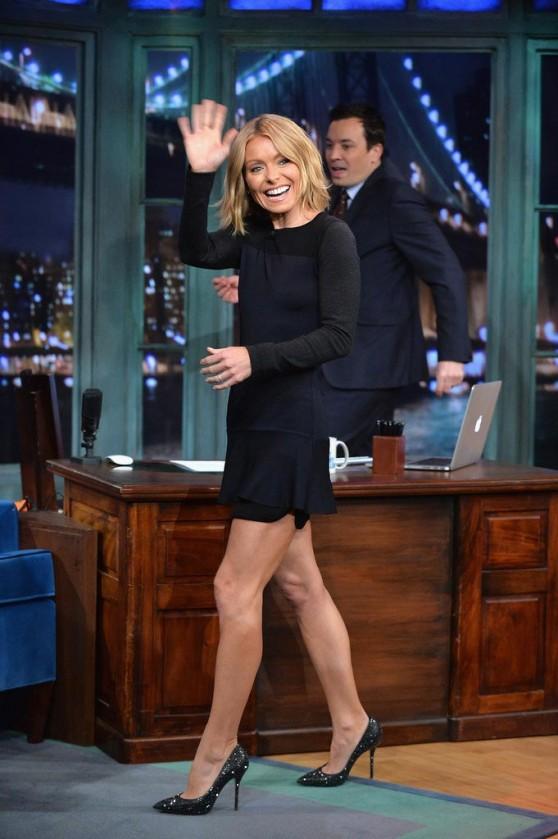 Kelly Ripa Visits 'Late Night with Jimmy Fallon' - Twerking & Dancing GIFs
