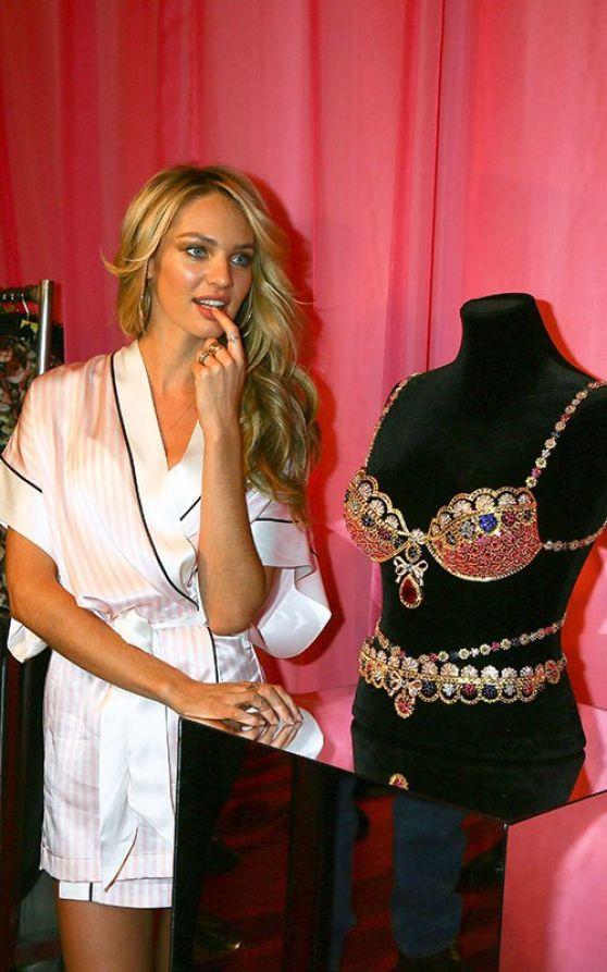 Candice Swanepoel – Backstage Victoria's Secret Fashion ...  Candice Swanepo...