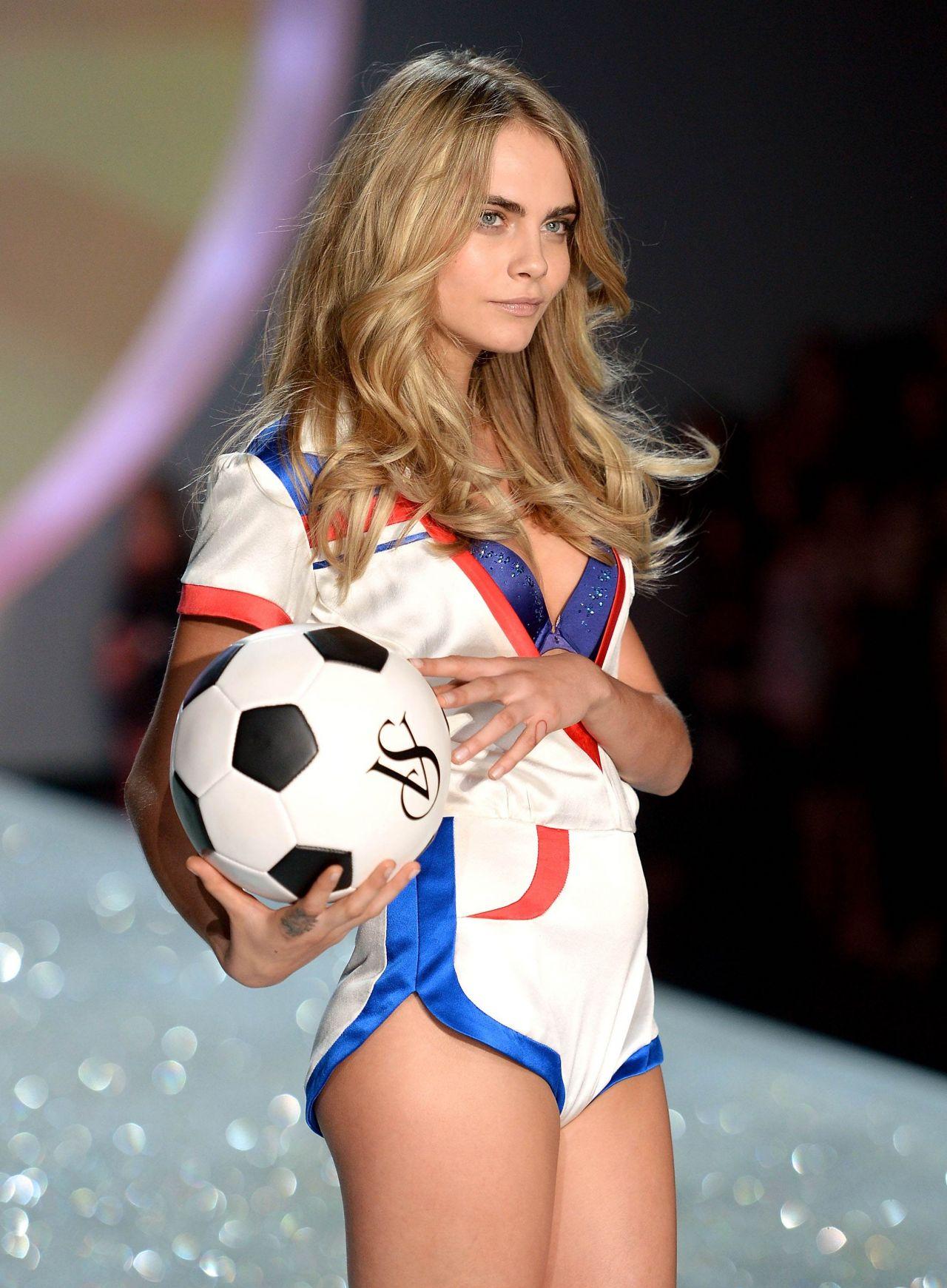 Cara Delevingne - Victoria's Secret Fashion Show - Runway, New York City