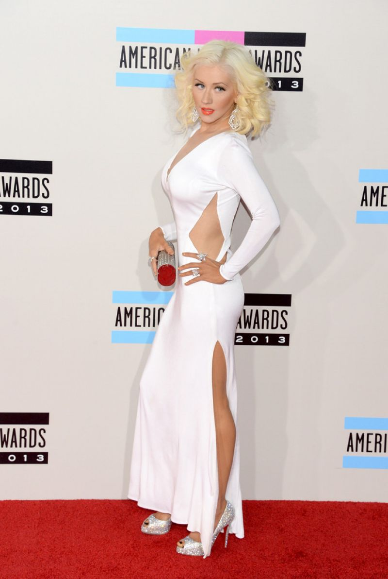 Christina Aguilera in White Dress on Red CArpet - 2013 American Music Awards