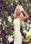 Christina Aguilera Photoshoot - Elle Brazil Outtakes - November 2013