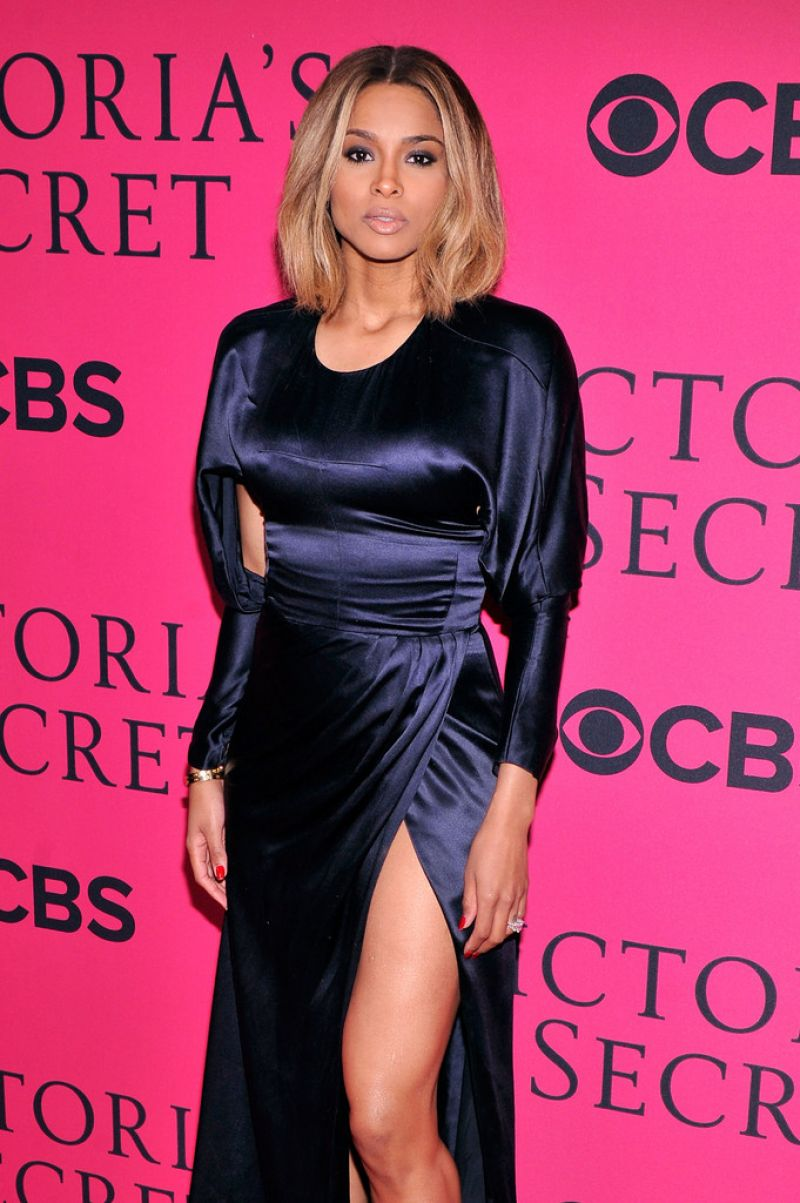 2018 American Music Awards Celebrity Red Carpet | InStyle.com