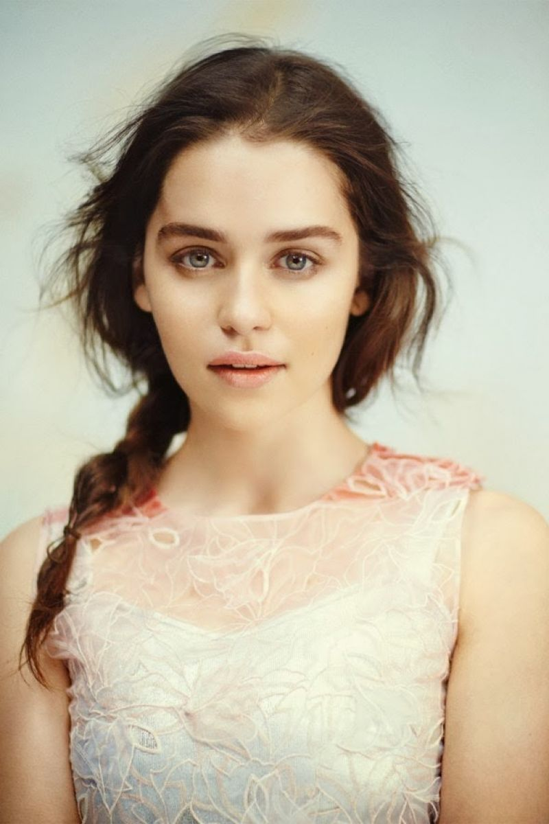Emilia Clarke - VOGUE Magazine (UK) - December 2013 Issue