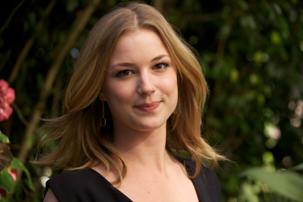 "Emily VanCamp Photoshoot For The TV Junket ""Revenge"" In"