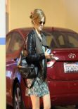 Isla Fisher Street Style - Out in Los Angeles