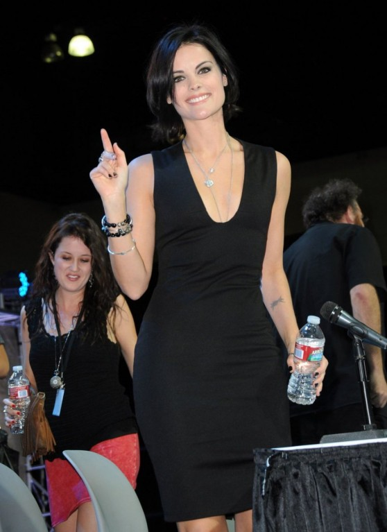 jaimie-alexander-stan-lee-s-comikaze-expo-in-los-angeles_5