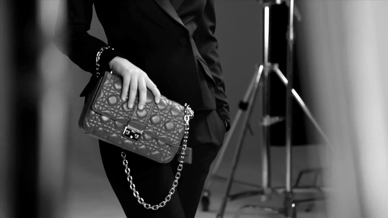 fedfc48e6c73 Jennifer Lawrence for Dior - The Making of the Miss Dior Bag ad campaign -  Video - Gif - Photos