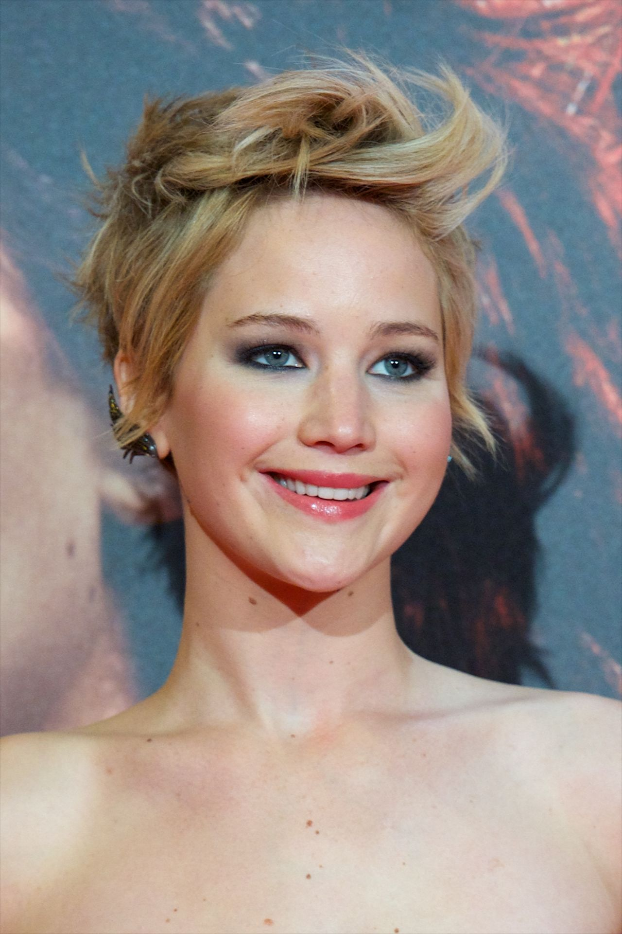 Jennifer Lawrence Red Carpet Photos - THE HUNGER GAMES ...