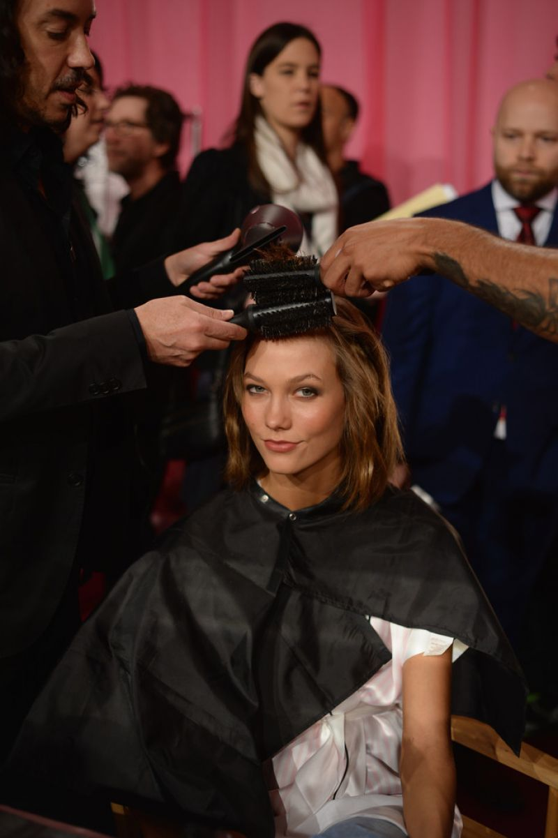 Karlie Kloss – Backstage Victoria's Secret Fashion Show in New York City