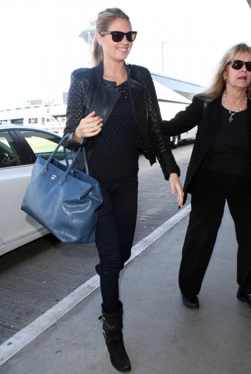 Kate Upton Street Style At Lax Airport November 2013
