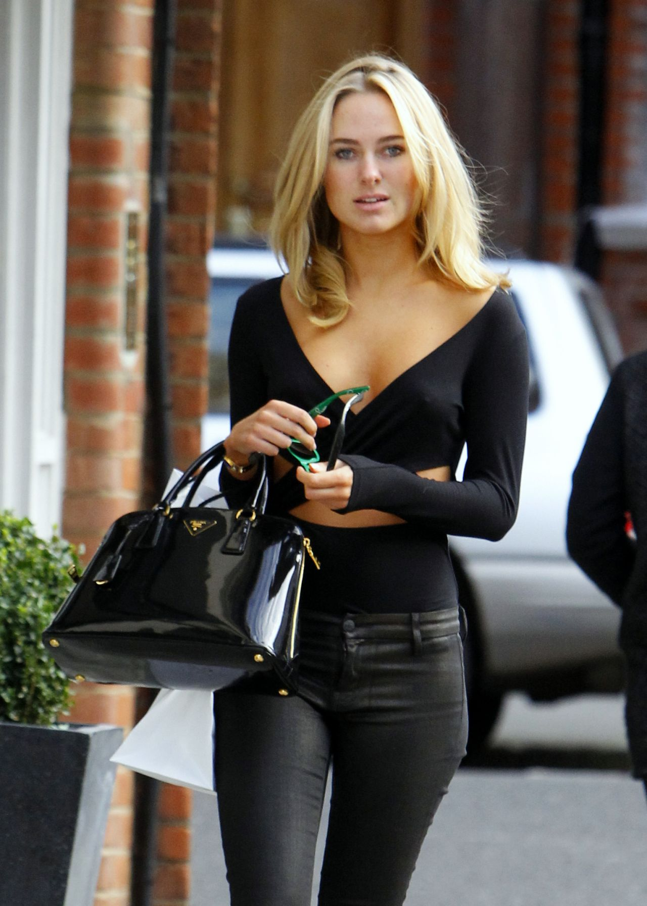 Kimberley Garner Looks Cute In Black Street Style Chelsea London