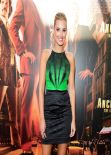 Laura Dundovic on Red CArpet - ANCHORMAN 2: LEGEND CONTINUES Premiere in Sydney