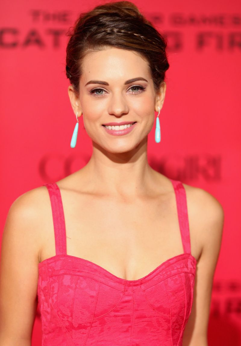 Lyndsy Fonseca Red Carpet Photos – THE HUNGER GAMES: CATCHING FIRE Premiere in Los Angeles