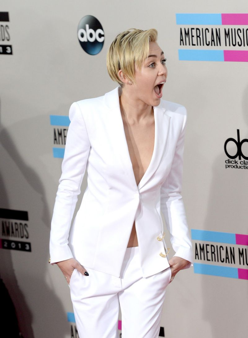 Miley Cyrus Red Carpet Photos - 2013 American Music Awards in Los Angeles
