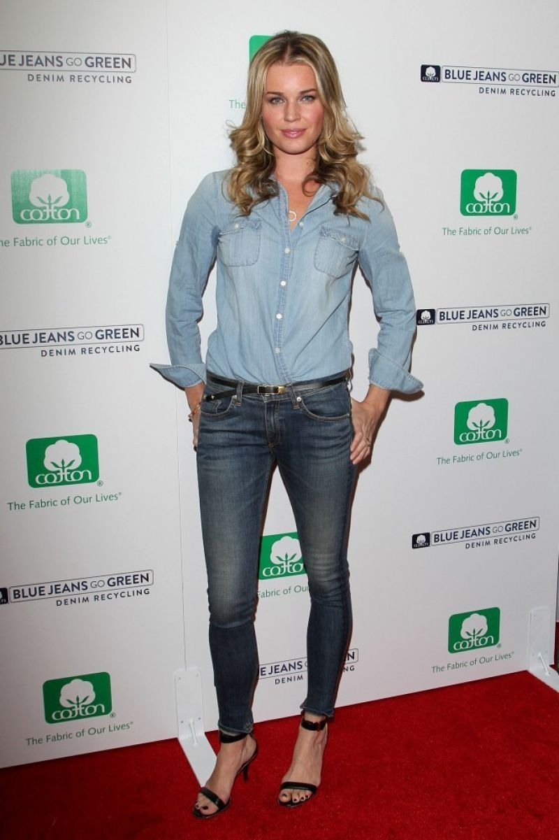Rebecca Romijn in Jeans - Blue Jeans Go Green Event