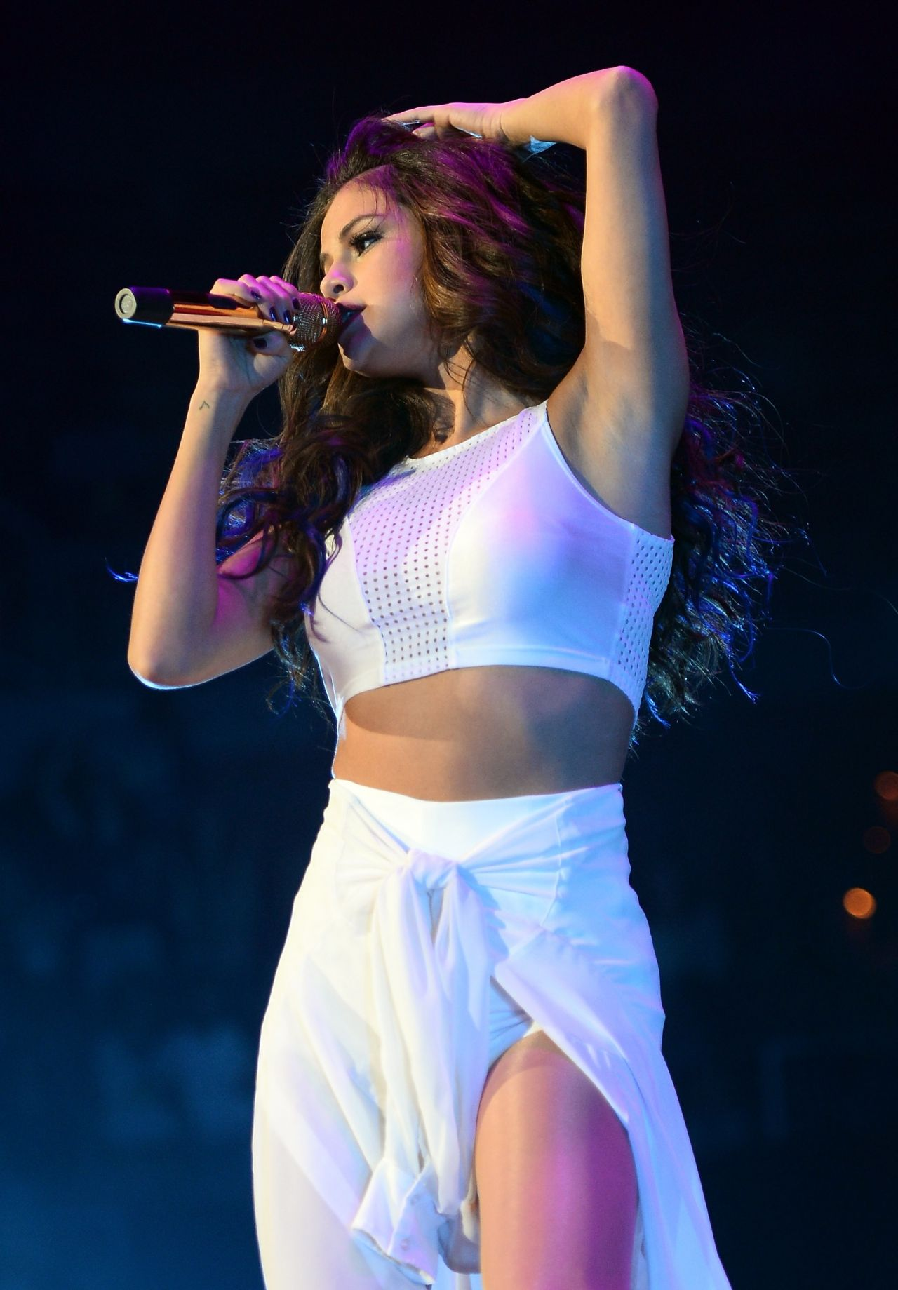 selena gomez performing at her stars dance concert tour in