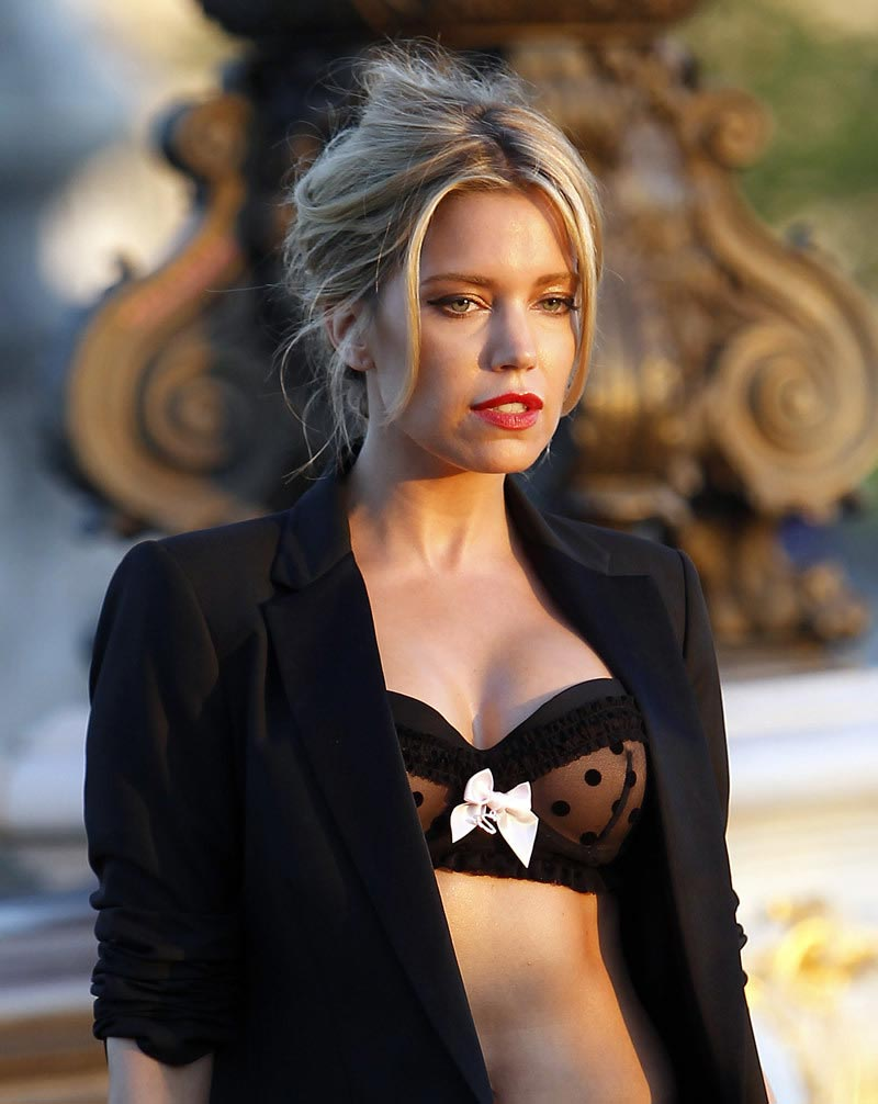 Sylvie Meis – Hunkemoller Photoshoot on the Alexandre III Bridge in Paris