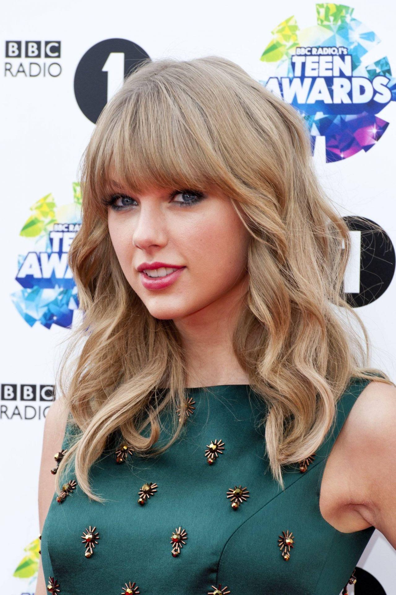 Taylor Swift On Red Carpet - Bbc Radio 1 Teen Awards In London-4650