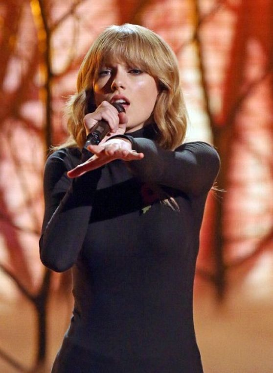 Taylor Swift Performing on X-Factor UK