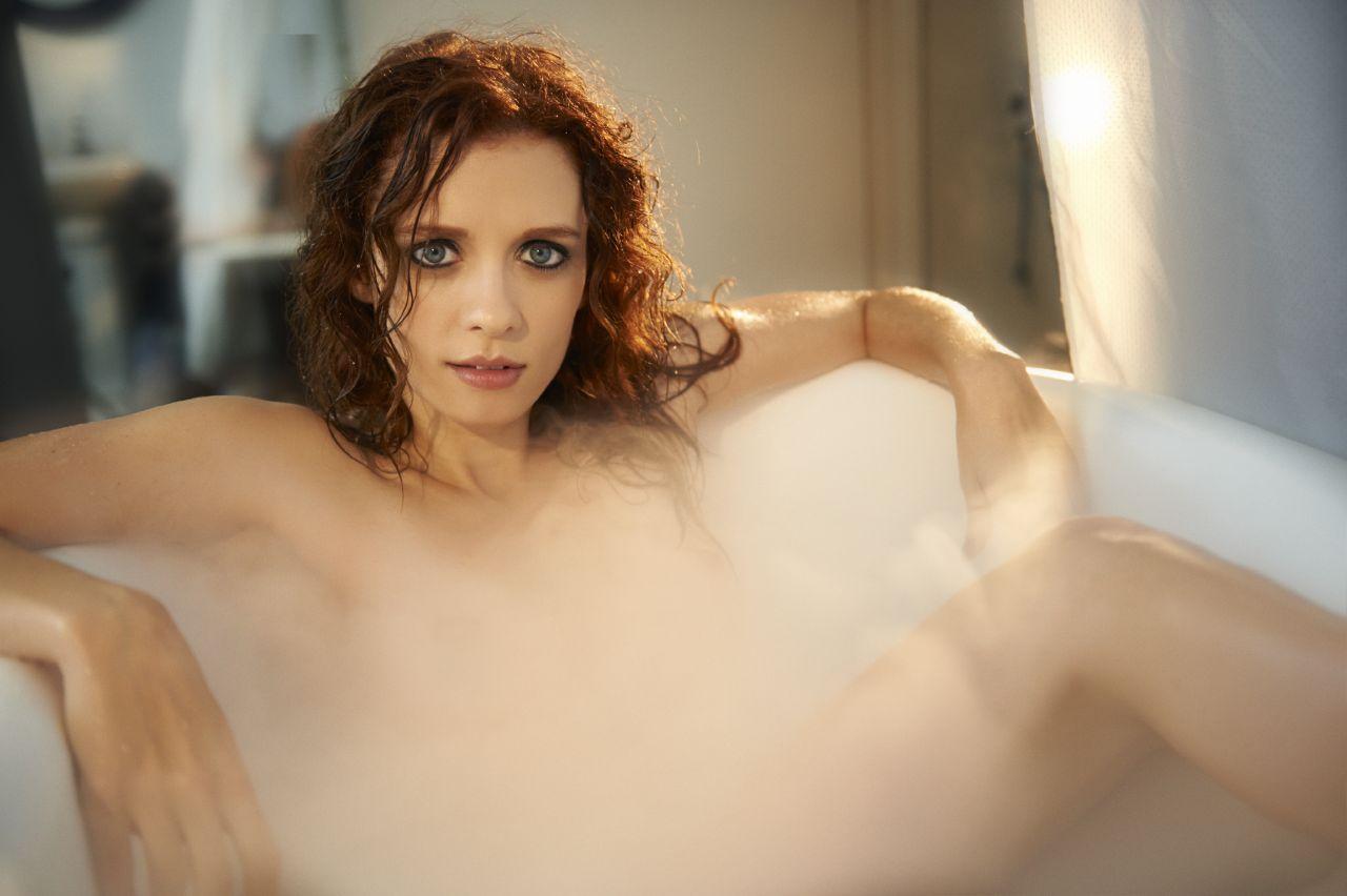 keira knightley in hot tub nude