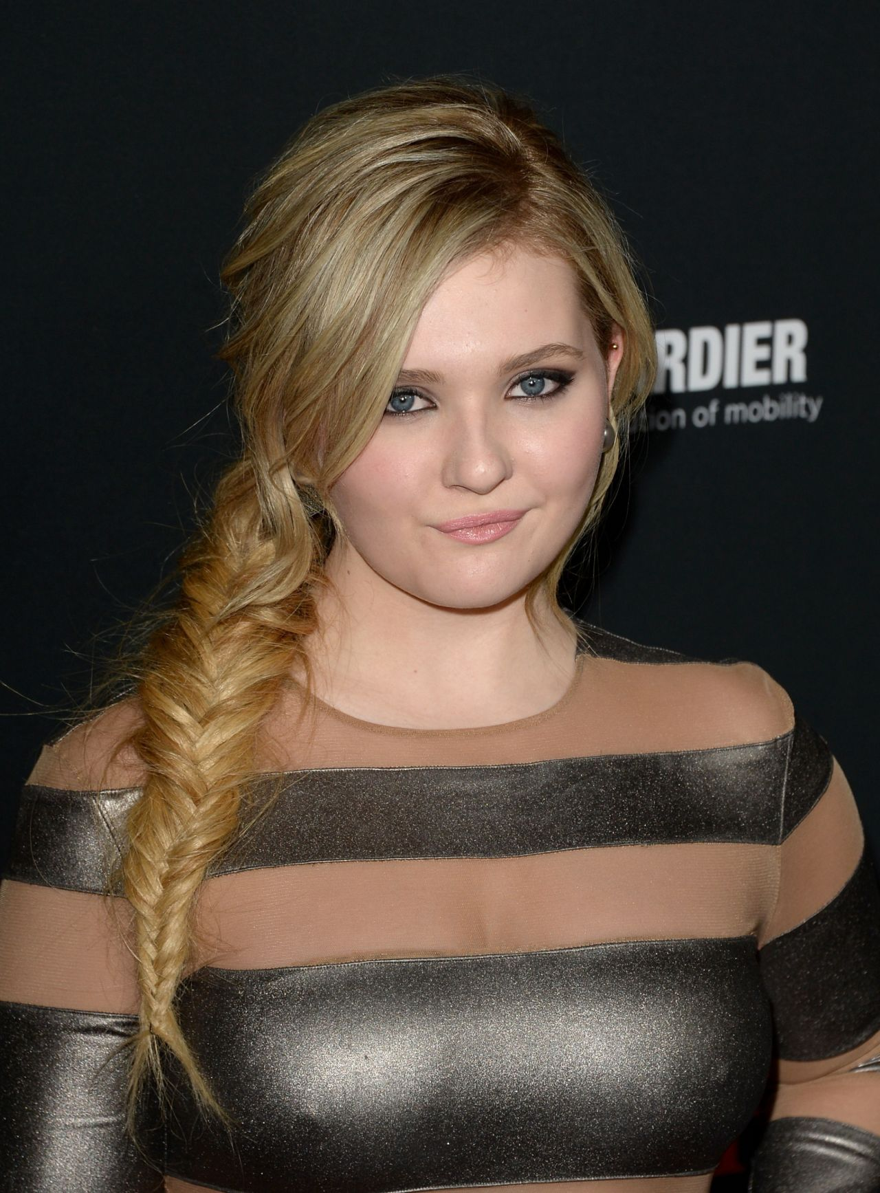 Abigail Breslin - AUGUST OSAGE COUNTY Movie Premiere in ...