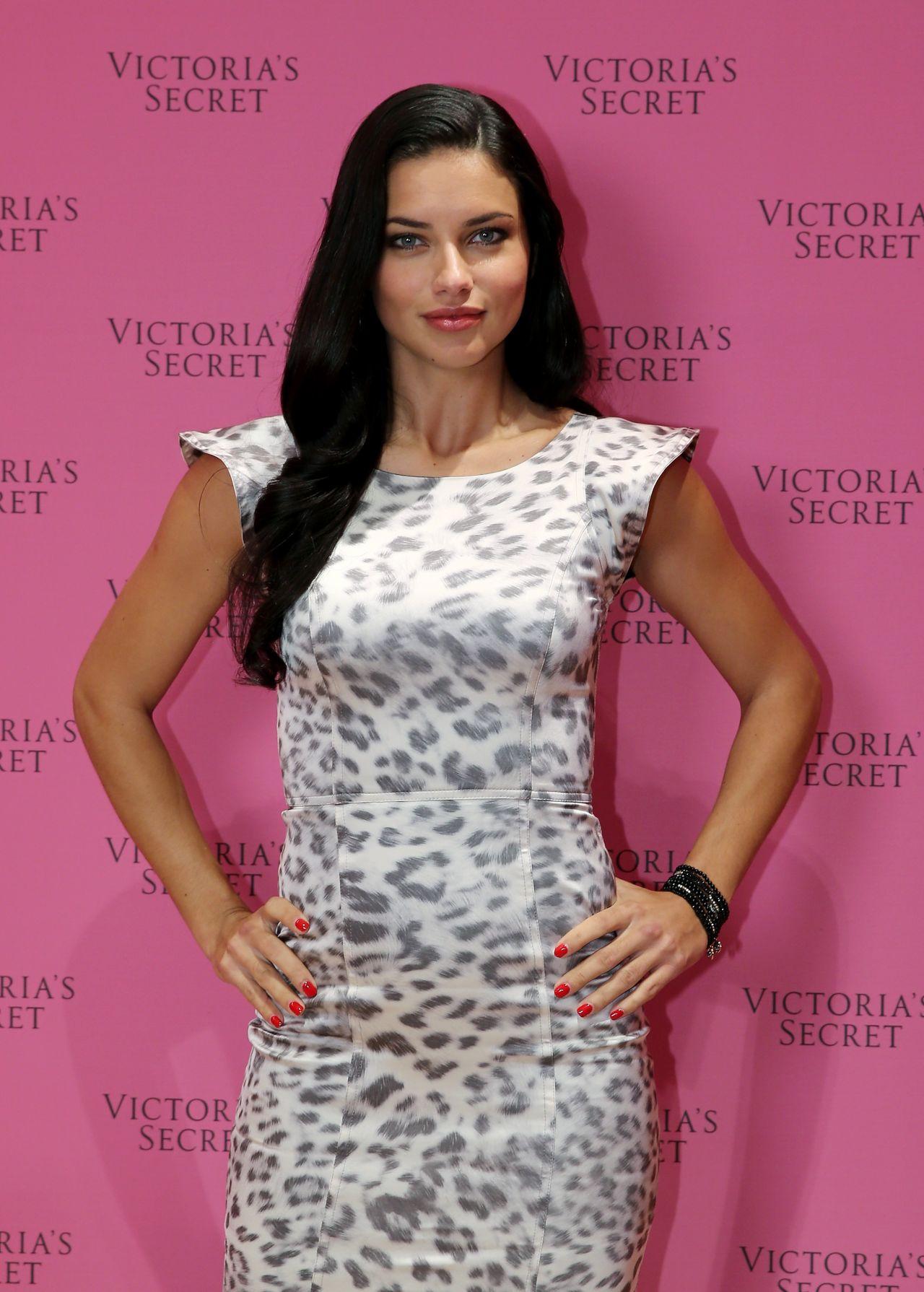 Adriana Lima - Victoria