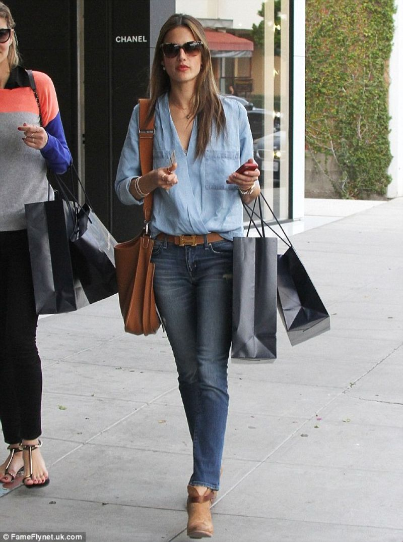 Alessandra Ambrosio Street Style – in Skinny Jeans Out for Shopping ...