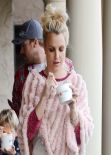 Britney Spears Street Style - Getting Frozen Yogurt in Thousand Oaks - December 2013