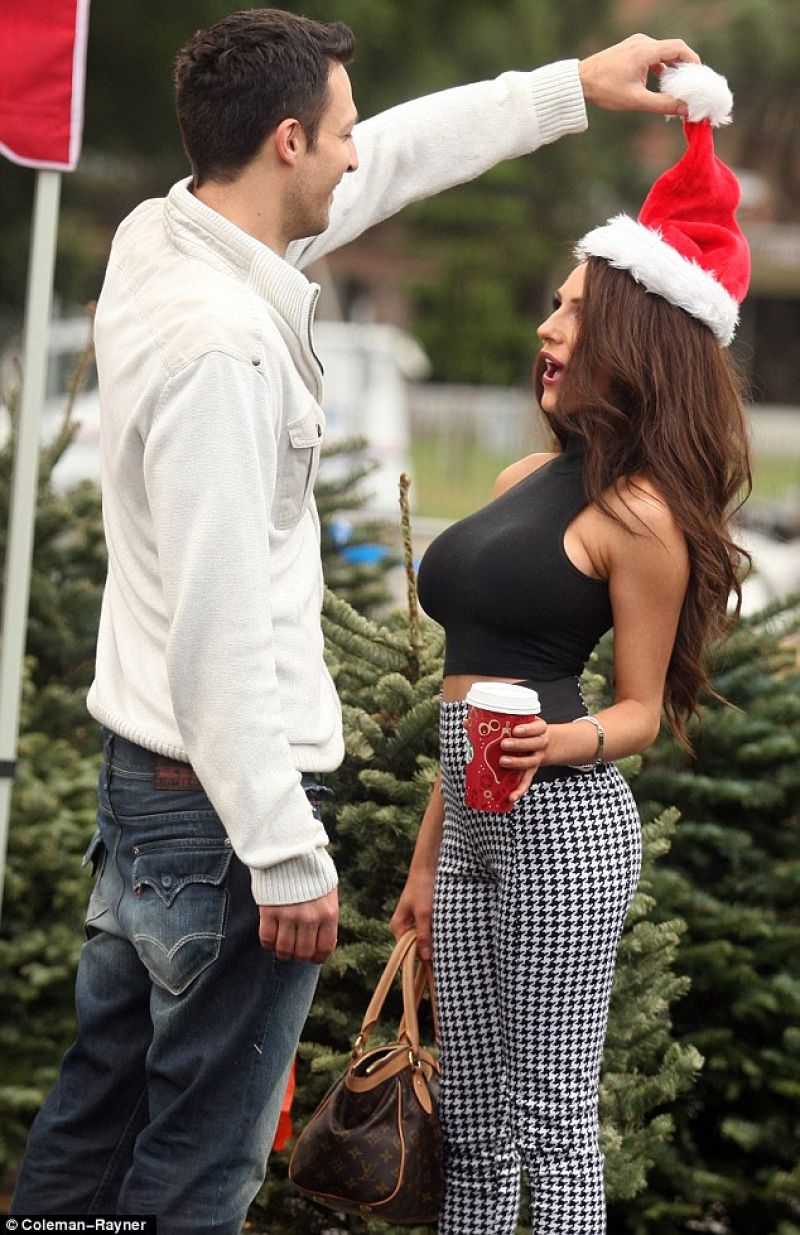 Courtney Stodden Street Style - Out for shopping Christmas tree - December 2013