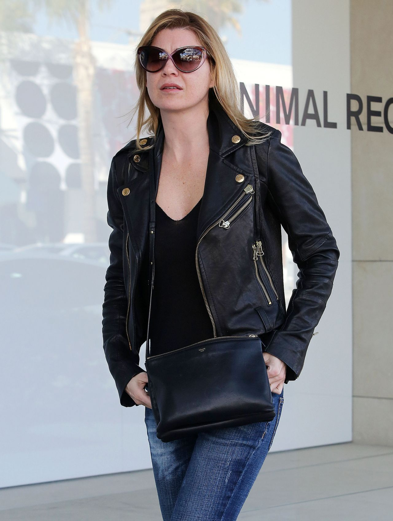Ellen Pompeo Street Style - in Jeans in Beverly Hills - December 2013