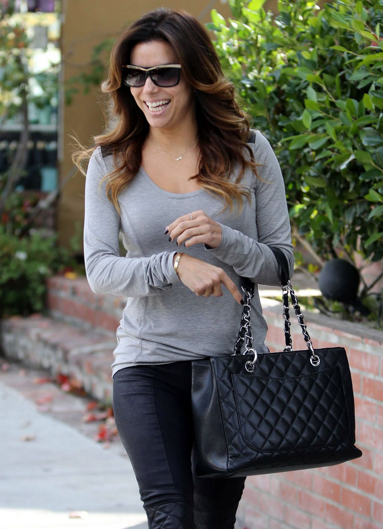 Eva Longoria Street Style At The Ken Paves Salon And Lax
