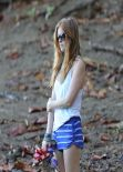 Isla Fisher Swimuits Photos - Beach in Hawaii - December 2013