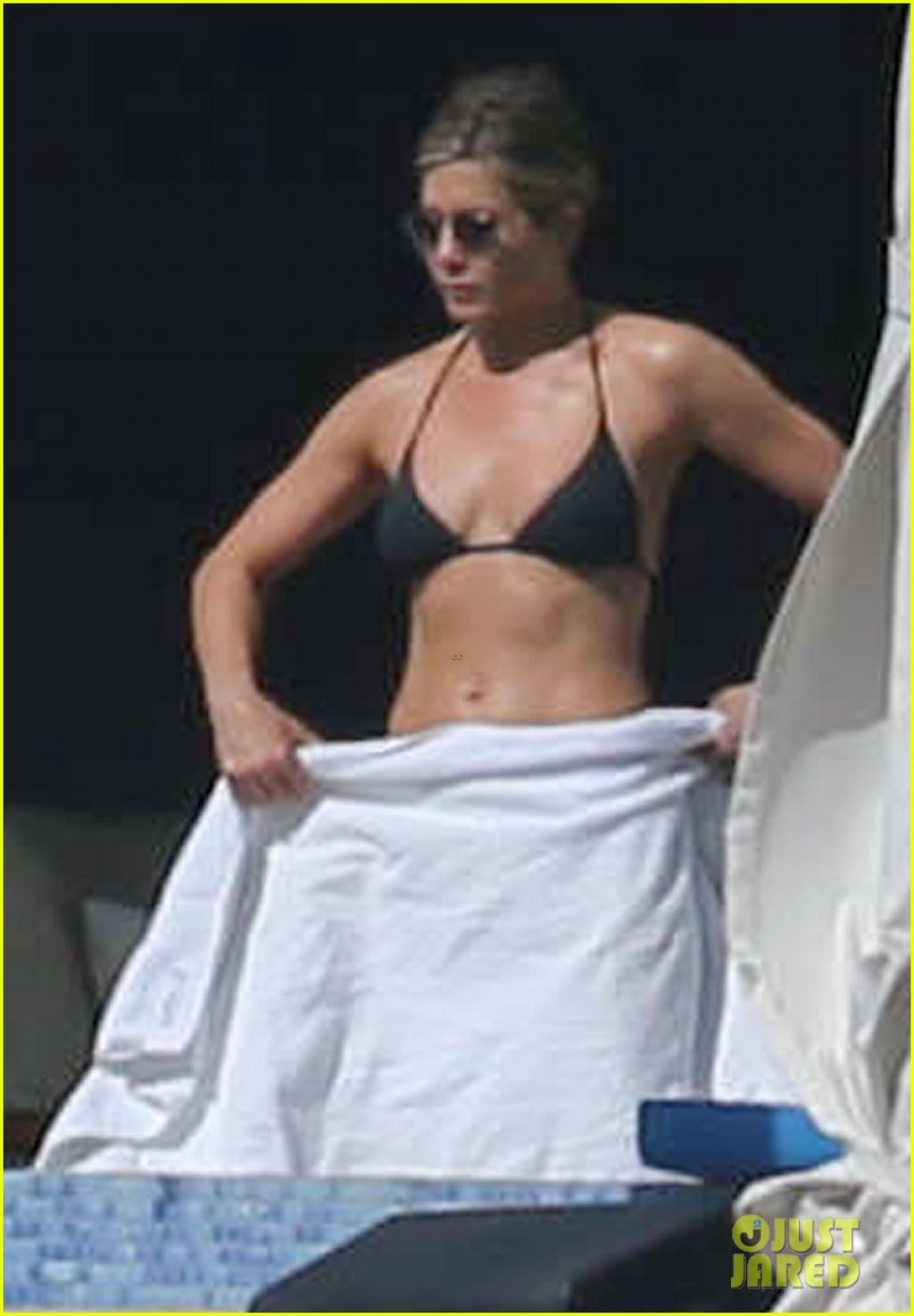 Jennifer Aniston in a Bikini - Cabo San Lucas, December 2013